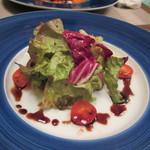 自然派 和食 ダイニング&カフェ SOLA - メインのお肉は牧草牛のタリアータのバルサミコのサラダ添え。
