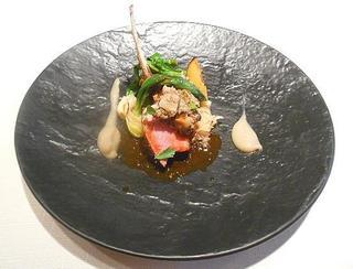 ボン・ヴィラージュ - 特選肉料理~仔羊:仔羊のロースト菊芋のソース 新ジャガイモのソテーとネギのポワレを添えて