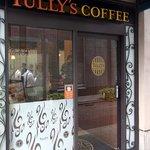 タリーズコーヒー  ビエント神戸店 - お店の概観です。JR神戸駅にあるんですよ。