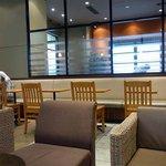 タリーズコーヒー  ビエント神戸店 - 店内の雰囲気です。
