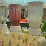 台北牛乳大王 - 注文が入るとジュースを作ってくれます