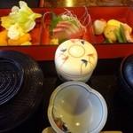 鯛仙 - 料理写真:鯛仙定食(720円:税込)・・お刺身・揚げ物・茶碗蒸し・煮物・ご飯・お味噌汁などのセット。
