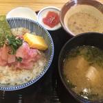 46111675 - 贅沢まかない丼(1000円)+あら汁(100円)税別