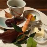 天河山荘 - 料理写真:◆前菜・・食前酒は「梅酒」、「もずく」「こんにゃく寿司」「海老」「栗の甘露煮」など。 前菜が盛りだくさんですと嬉しくなるのです。どれも美味しいですよ。
