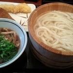 丸亀製麺 - 釜揚げ…並での肉汁で!