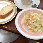 ロア - ランチサラダ+パン+ドリンク