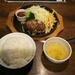 wagyuuyakinikuburakkuho-ru - 焼肉屋の朝挽きハンバーグセット 1000円 これにデザートが最後に付きます♪