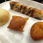 46124563 - ふわふわチョコ棒 王様のメロンパン パリパリピロシキ カレーパン