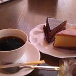 46126840 - H27/1コーヒーと、バナナショコラ、チーズスフレ
