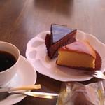 46126850 - H27/1コーヒーと、バナナショコラ、チーズスフレ
