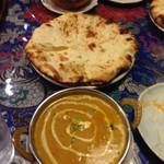 インドアジアダイニング - サイゴンセットの日替わりカレーとチーズナン