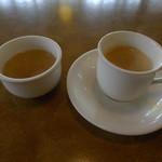 ジョリーパスタ - スープバーの日替りスープとドリンクバーからホットコーヒー