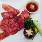 焼肉レストランひがしやま - 牛カルビ