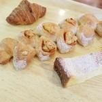 Lapin - 料理写真:クロワッサン、エピ、フレンチトースト