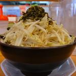 博多金龍 - 金龍油そばメガ(太麺、モヤシ5枚乗せ)
