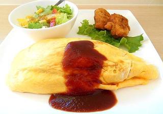 カフェ 茶華 貝塚店 - ランチ昔ながらのオムライス:スープ・サラダ・から揚げ付き