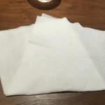 46138402 - 紙おしぼりが分厚くて安心して使える。ありがたい。