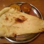 インド&パキスタン料理 シディーク - 2種のカレーターリー(本日のカレーとキーマカレー)