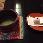 松楓閣 - 2015.12.28 入り口待合でお抹茶を・・・