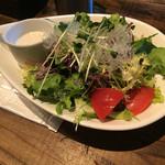 BARRIO - サラダランチ用サラダ。盛りが他より多め