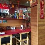 孔子餐店 - カウンター席、テーブル席、小上がり席ございます。
