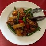 孔子餐店 - 豚肉と大蒜茎の炒め四川風、735円です。