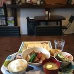 ウクレレ食堂 - 日替りランチ680円