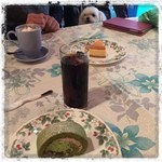 カシュ カシュ - 料理写真:抹茶のロールケーキとベイクドチーズケーキ