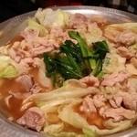鳥小屋 - モツ鍋煮え煮え