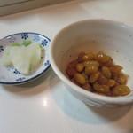 とんかつ ヒロ - 煮豆、漬物