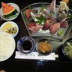 海鮮料理 ばくだん - 料理写真:さざえ付地魚刺身定食