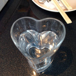 46150344 - お冷のグラスはハート型♫