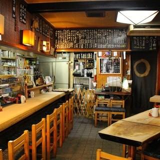 地元で愛される老舗和食居酒屋。心落ち着く空間でお迎えします