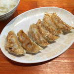 46155225 - 餃子(塩or醤油ラーメンとご飯の餃子セットで計950円)