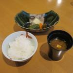 創作和料理近藤 - ご飯、赤出汁、香の物