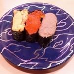 46161276 - 「大盛北海三昧」です。左からウニ、イクラ、カニ味噌。