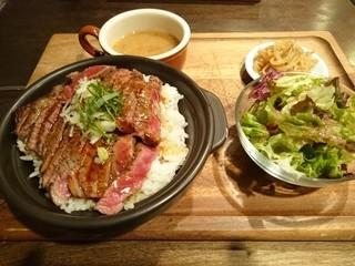 シトロン ブレ - ステーキ丼プレート大盛り