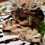 創作料理 宿 - フランス産ホロホロ鳥とフォアグラのソテー、トマトクリームとバルサミコソースがベストマッチ♪