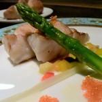 創作料理 宿 - 幻の高級魚・クエのポワレ、シードルソースと飛子添えだ~