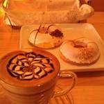 46163246 - H27/2きれいなカフェモカと焼きドーナツ