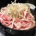 46165965 - 崩すとこんな感じ!                       ホルモンにハートに豚肉、牛肉も入ってます!