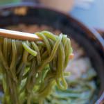 中村藤吉 - 茶そばの麺アップ