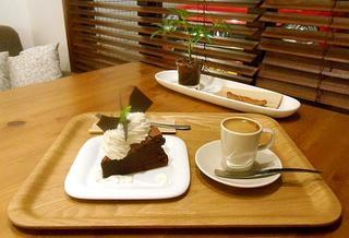 オレンチ カフェ - クラッシックショコラとエスプレッソ