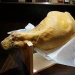 ムーンシャイン - 料理写真:生ハムの原木(ホエー豚)