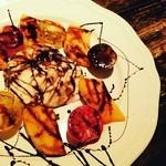 喃喃 - ブラータチーズと柿のカップレーゼ風