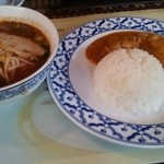 Faa Thai - トムヤムビーフンとマッサマンカレー900円