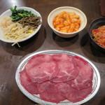 たじま屋 - シオタンとナムル、山芋キムチ、白菜キムチ
