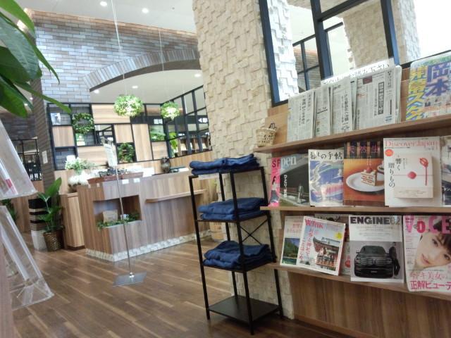 本と出会える珈琲店 BOOK MEETS COFFEE  啓文社 BOOK PLUS 緑町