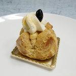 パティスリー・ギオン・タマウサギ - 黒寿きなこシュークリーム