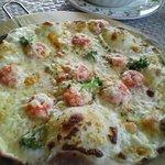 462593 - 野村「ほわいとファーム」エビとブロッコリーのピザ